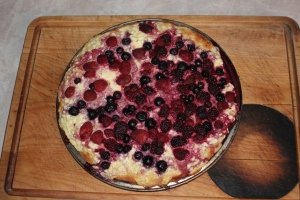 Moravian kolache with cottage cheese and berries. Looks like Czech pizza.